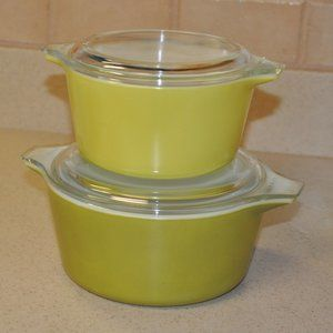 Set of Vintage Pyrex Casserole Dishes with Lids